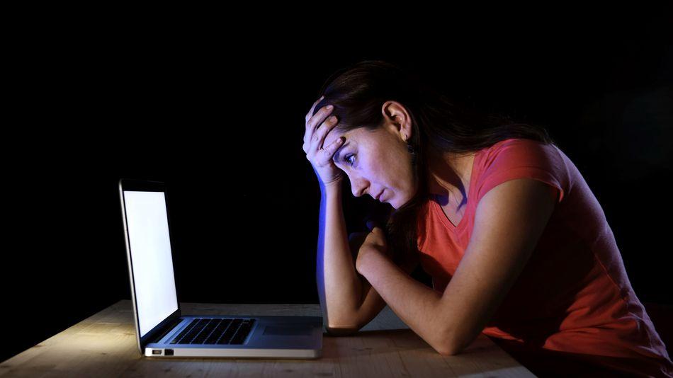 دراسة ..النساء أكثر استخدامًا لكلمات معادية لأنفسهن من الرجال على تويتر