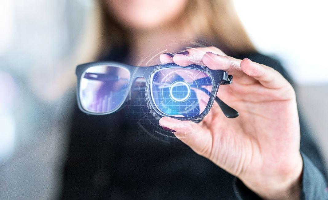 """00e3a9145 ما يجعلنا نصدق هذا التسريب، هو أن """"أبل"""" أطلقت عددا من المزايا في الإصدارات  الجديدة من هواتف """"أيفون"""" iPhone، تعزز استخدام نظارة """"الواقع المعزز"""" على  غرار ..."""